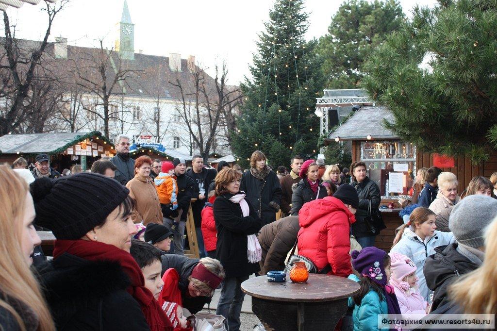 Рождественская деревня в Старинном больничном комплексе