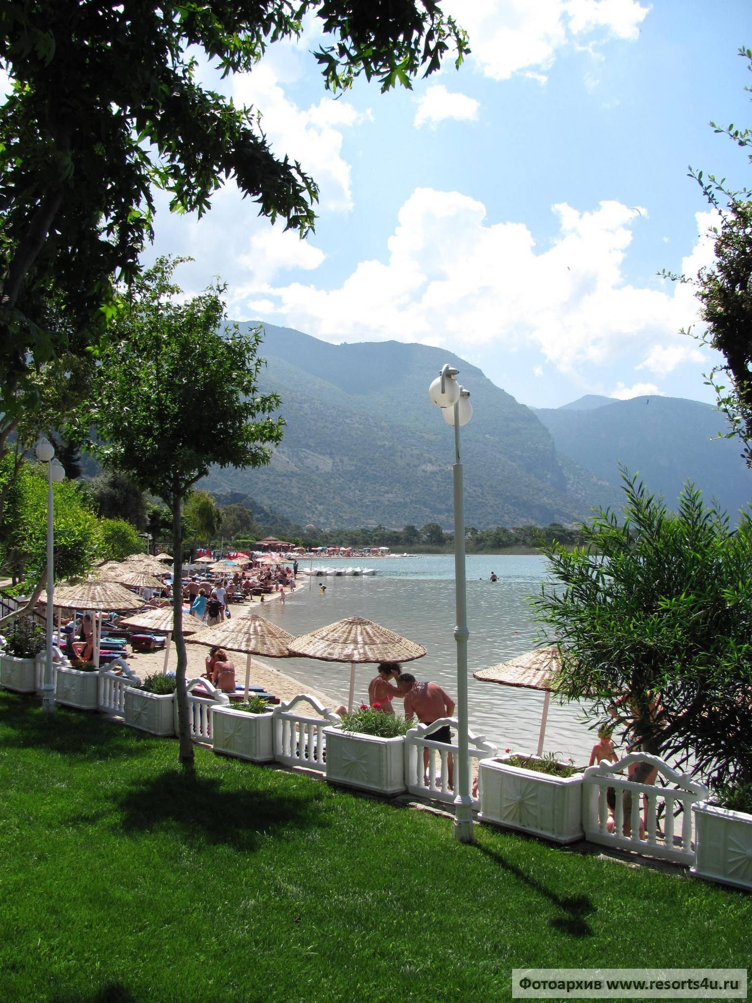 Пляж отеля Hotel Meri