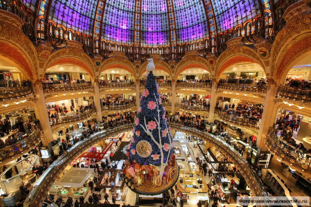Самая нарядная елка Франции