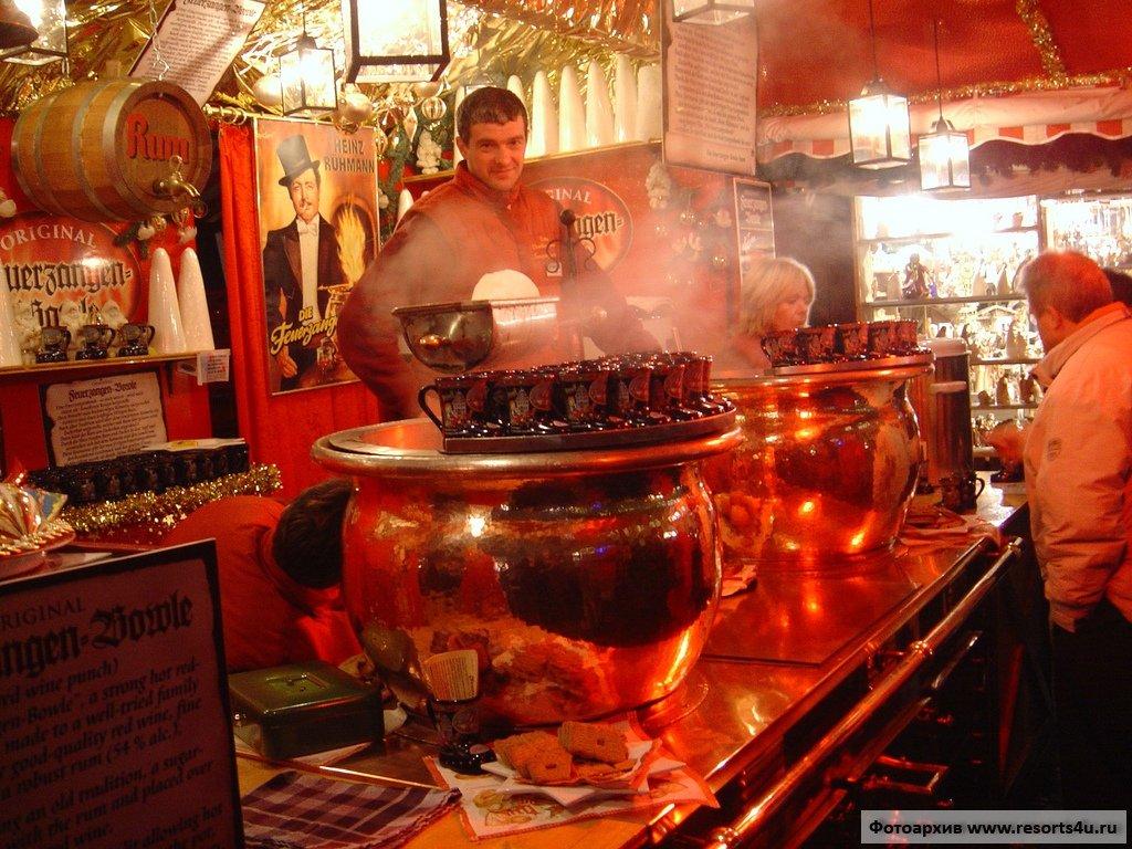 Традиционная уличная еда баварских рождественских ярмарок